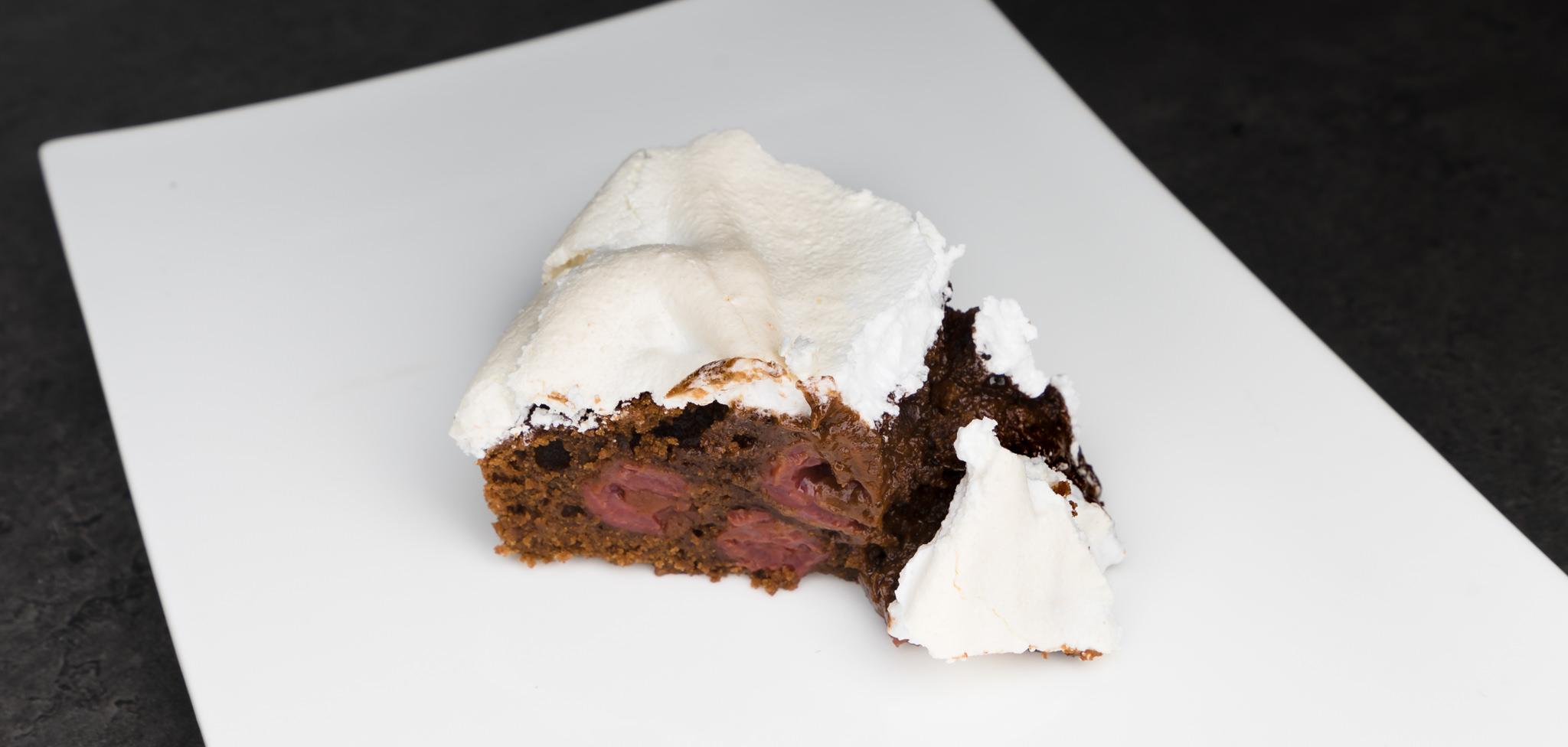 Schokoladenkuchen Mit Kirschen Und Baiser Leckeres Rezept